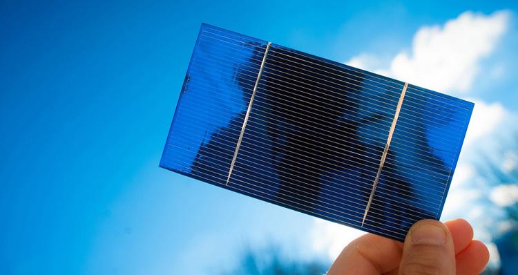 افزایش ولتاژ باتری خورشیدی با شاه توت