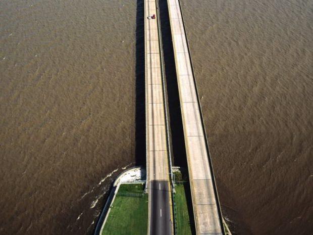 پل میانگذر دریاچه پونچاترین